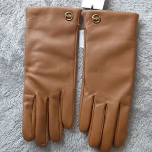 Authentic nwt Coach leather gloves